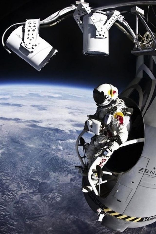 Astronaut in space Android wallpaper