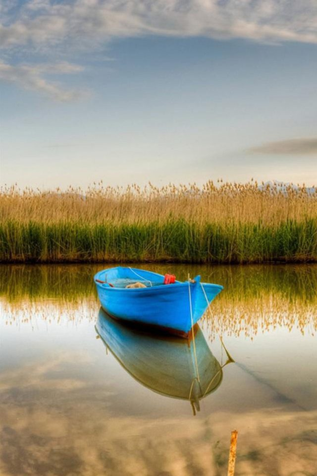 Blue Boat Android wallpaper