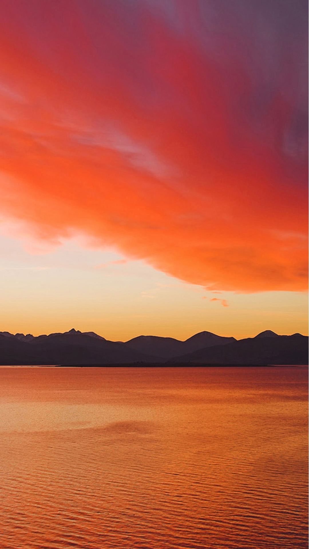 Sunset over the Cuillin Mountains on the Isle of Skye from Kyle of Lochalsh. Android wallpaper