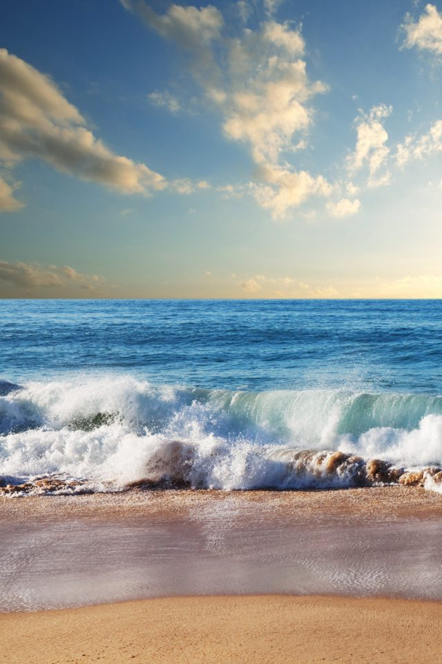 Beach waves Android wallpaper