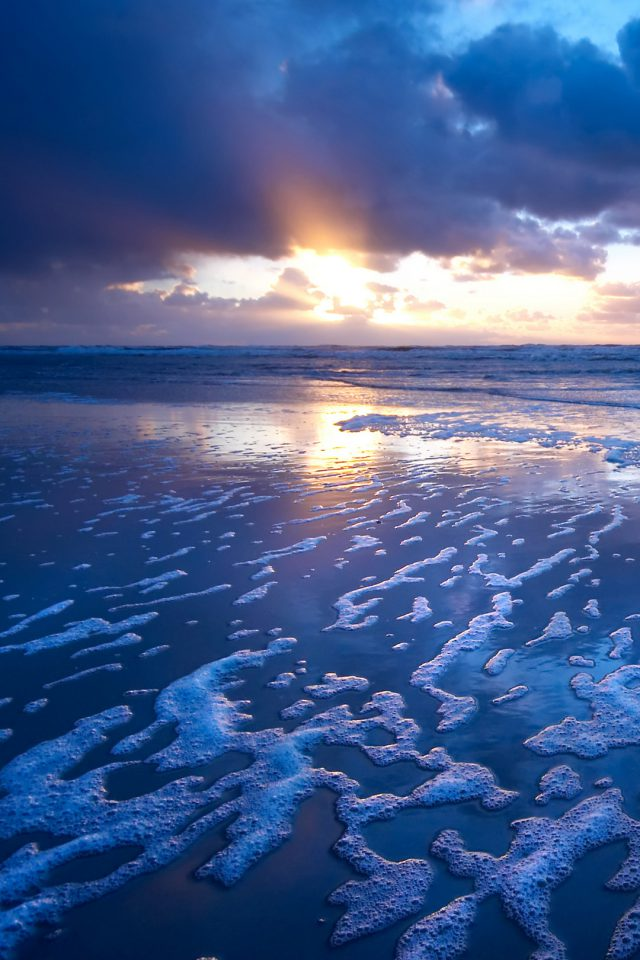 Exclusive beach at dusk Android wallpaper