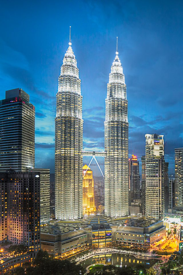 Petronas Twin Towers Android wallpaper