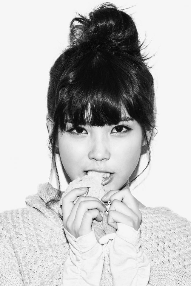 Iu Kpop Girl Cute Singer White Bw Android wallpaper