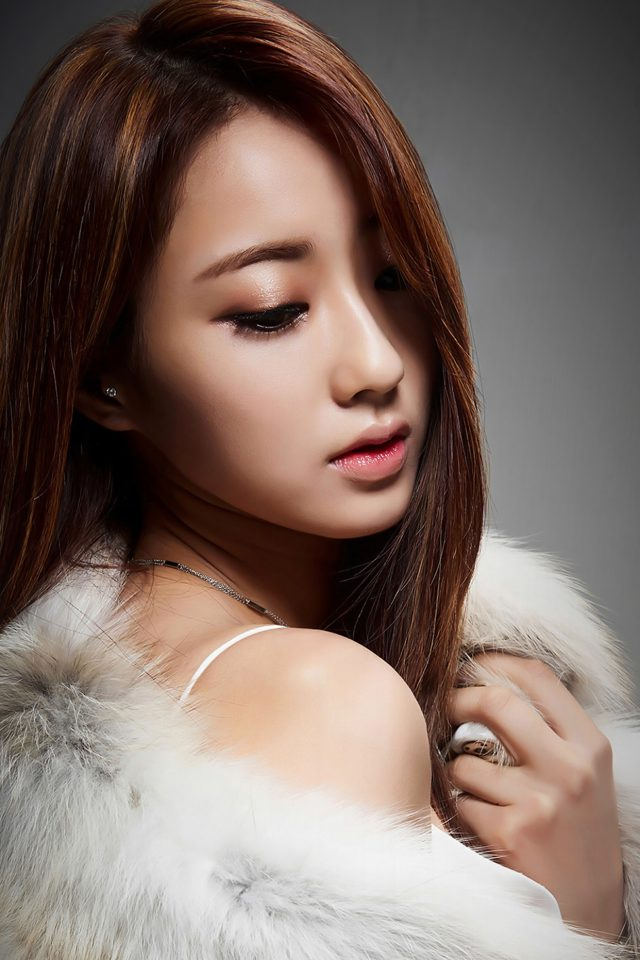 Kyungli Kpop Girl Fur Coat Android wallpaper