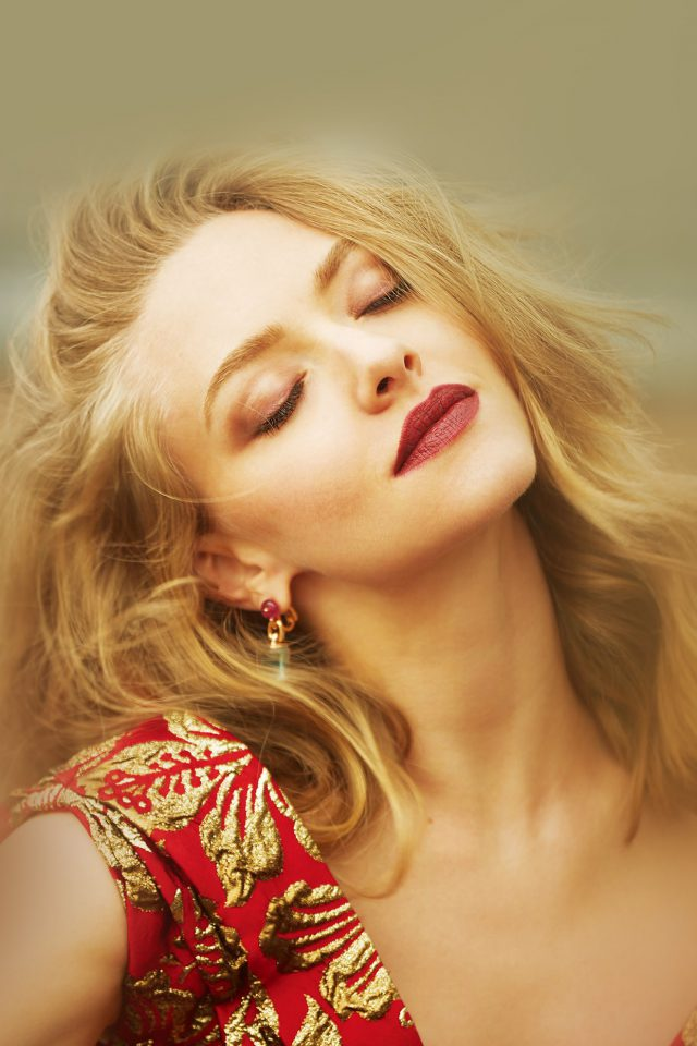 Amanda Seyfried Hollywood Girl Film Android wallpaper