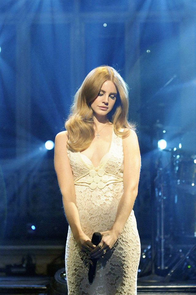 Lana Singing At Snl Music Girl Face Android wallpaper