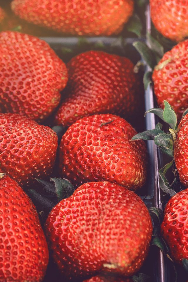 Strawberry Red Fruit Nature Spring Flare Delicious Android wallpaper