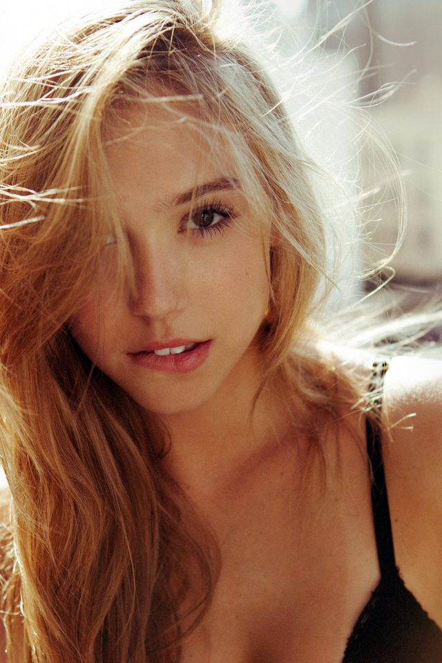 Alexis Ren Girl Blonde Celebrity Android wallpaper