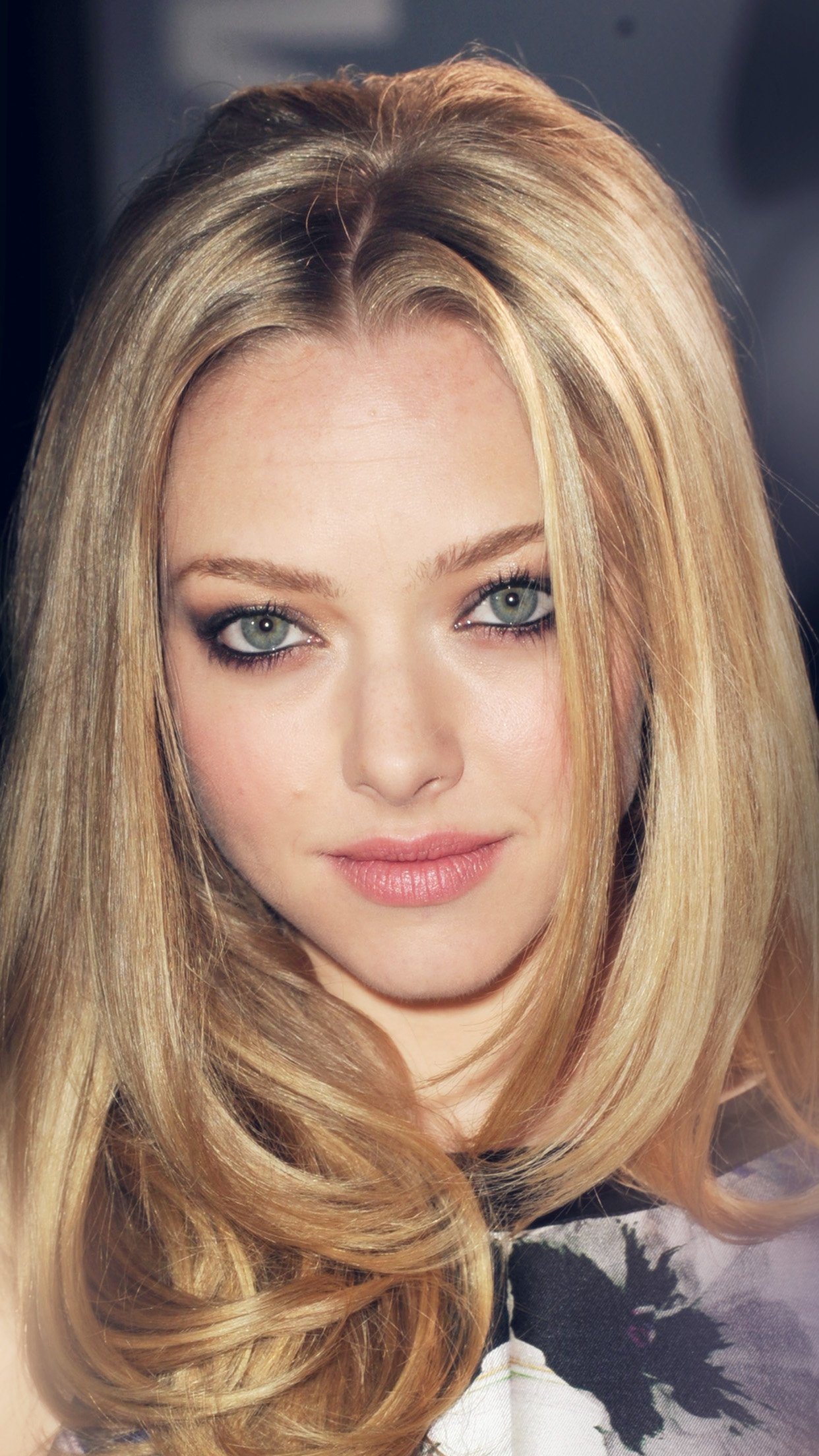 Amanda Seyfried Hollywood Celebrity Android wallpaper