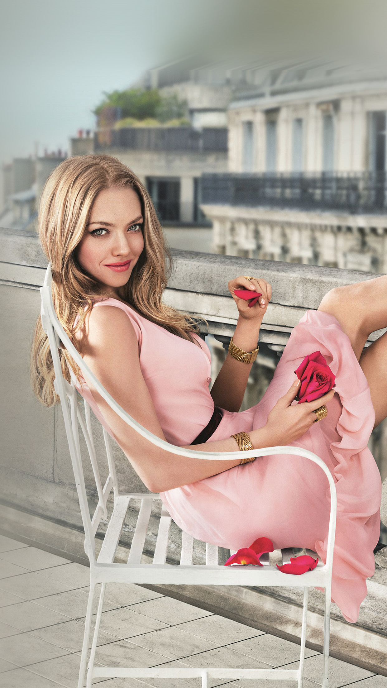 Amanda Seyfried Pink Celebrity Android wallpaper