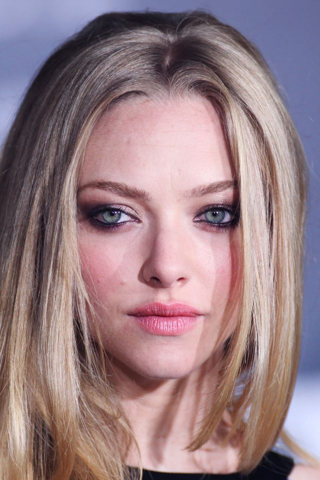 Amanda Seyfried Watchin Android wallpaper