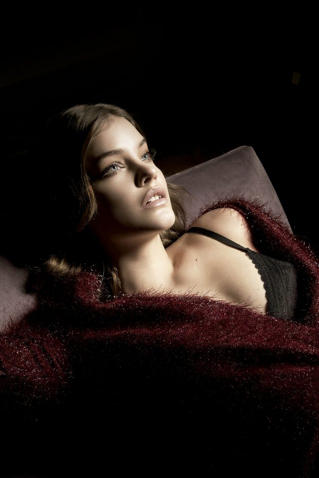 Barbara Palvin Dark Model Android wallpaper