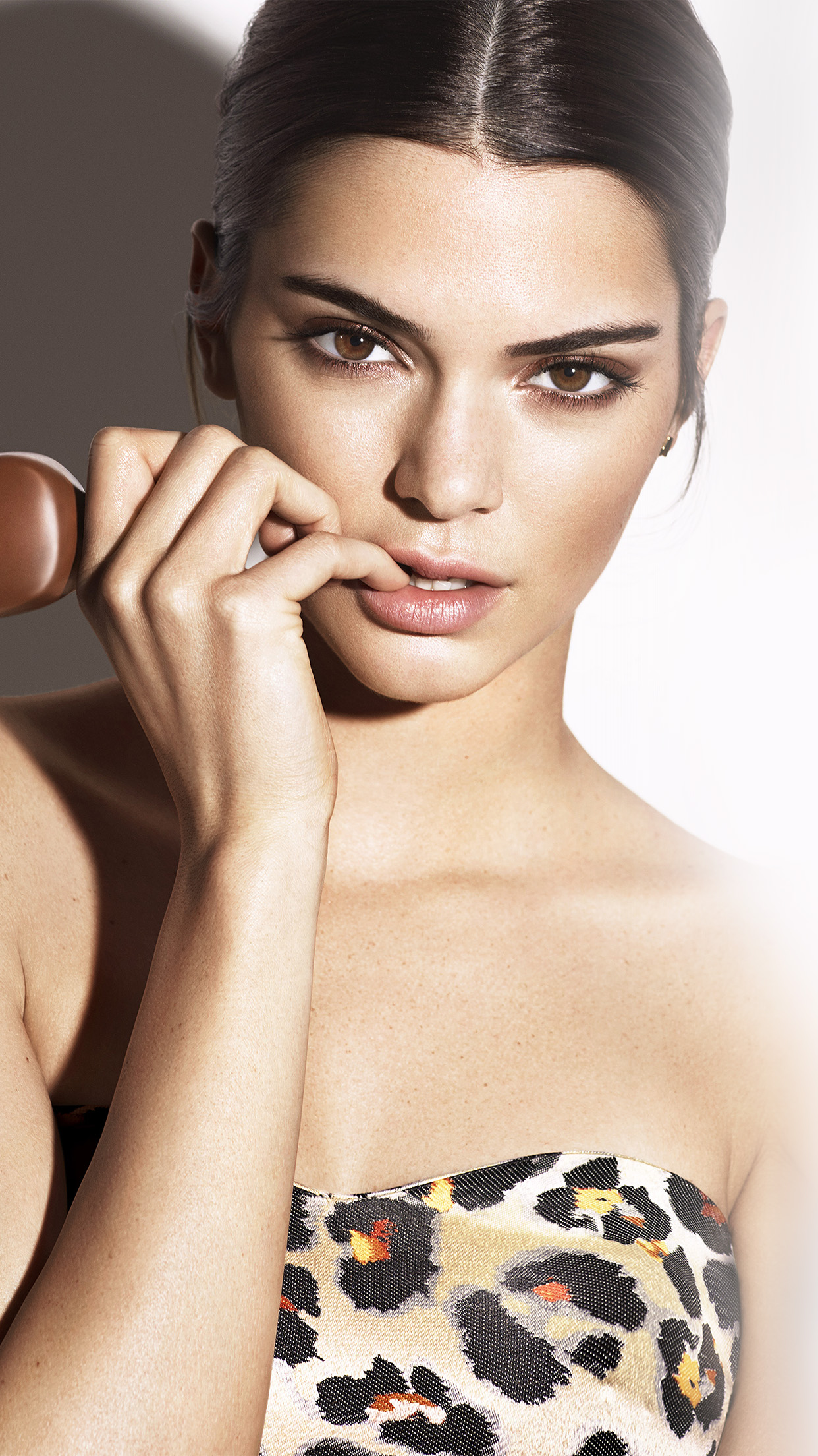 Kendall Jenner Magnum Ice Cream Model Android wallpaper