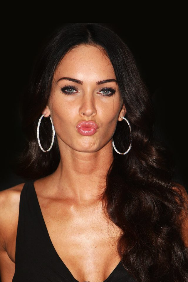 Megan Fox Dark Cute Kiss Celebrity Android wallpaper